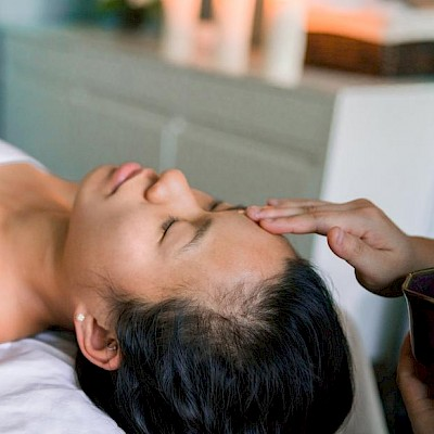 Indian Head Massage (Shoulder, Face & Scalp Massage)